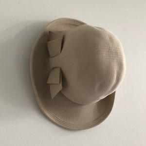 Vintage beige felt bow hat